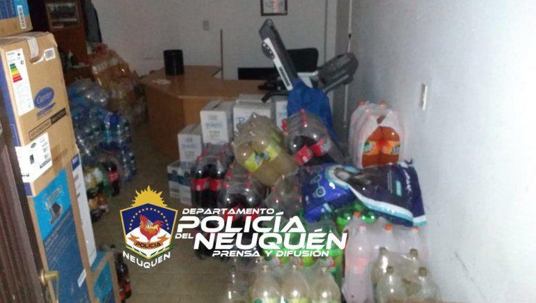 La Policía neuquina secuestró varios elementos relacionados a una causa que investiga a una banda vinculada al crimen organizado.