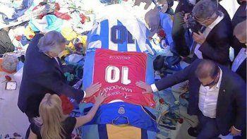 La despedida del Presidente: camiseta de Argentinos y el pedido de feriado nacional