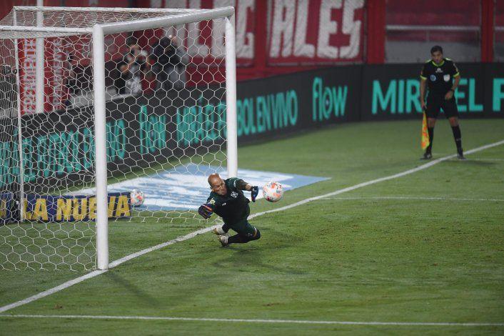 Sosa le atajó un penal a Villa y el Rojo y Boca empataron 1 a 1