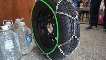 Cómo colocar cadenas para la nieve en los neumáticos