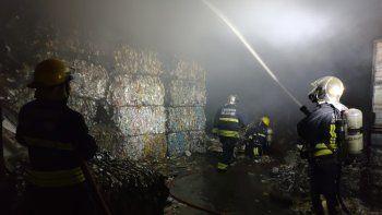 Se incendió una planta de aislantes de celulosa en Junín de los Andes