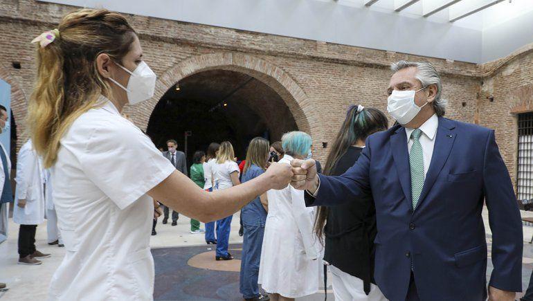 Alberto anunció un bono para los trabajadores de la Salud