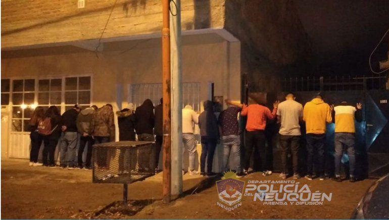 Desbarataron una fiesta clandestina con 17 jóvenes en Zapala