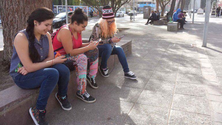 Brecha digital: repartirán 9300 tablets a alumnos del oeste