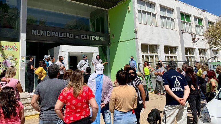 Los trabajadores de los locales comerciales se manifestaron la semana pasada al conocerse las nuevas restricciones. Desde el próximo lunes se amplían los horarios para el sector gastronómico.