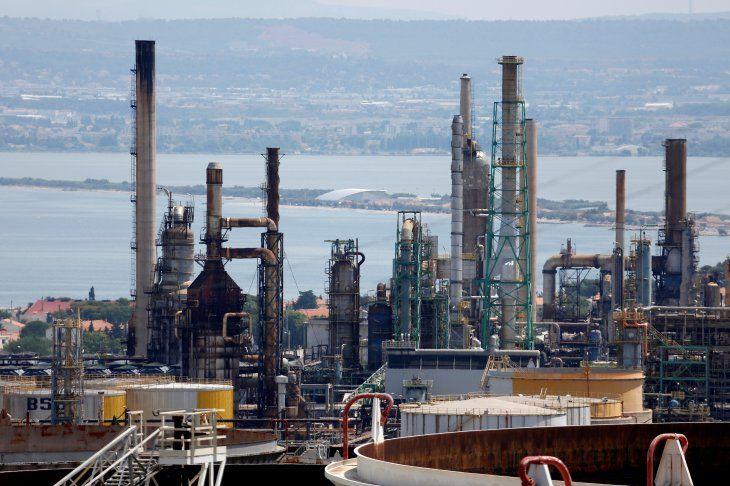 Vista general de la refinería de petróleo de Total en La Mede
