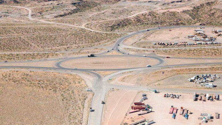 Gutiérrez visitó los avances de la obra de la ruta del petróleo