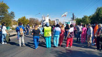 Autoconvocados cortan Ruta 22 frente al hospital Bouquet Roldán