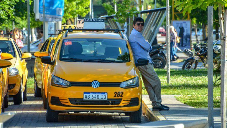 Los taxistas afirman que la demanda del servicio cayó un 30%