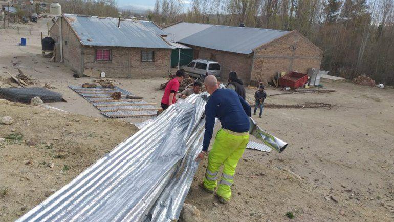 El viento golpeó fuerte en Mariano Moreno: hubo voladuras de techo