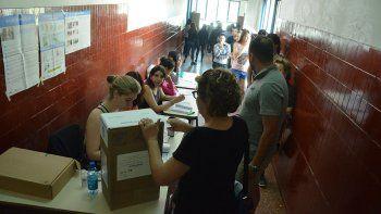 las filas para entrar a votar se organizaran afuera de las escuelas