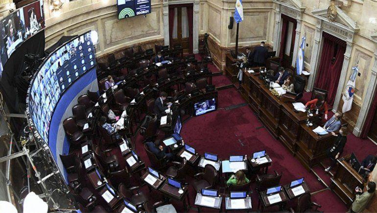Avanza en el Senado un dictamen para ampliar licencias por maternidad y paternidad