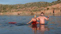 desafian el frio y nadan todos los dias en el limay