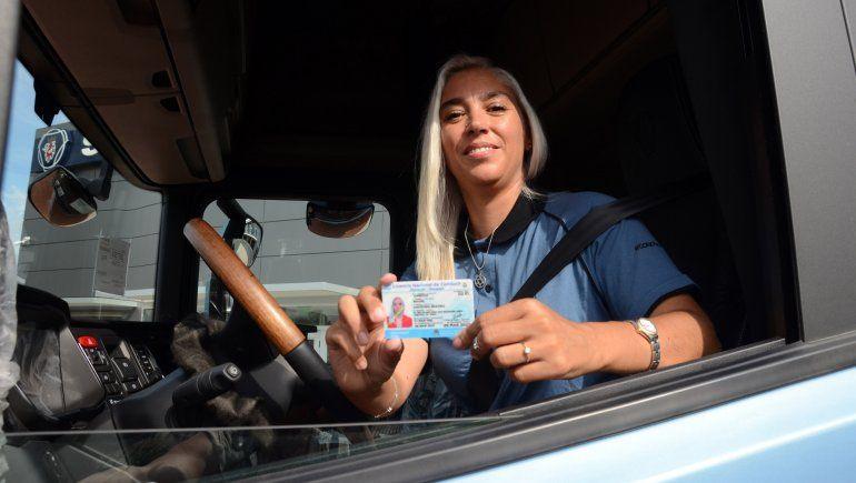 agustina saco la licencia conducir categoria e manejo profecional camiones 5jpg