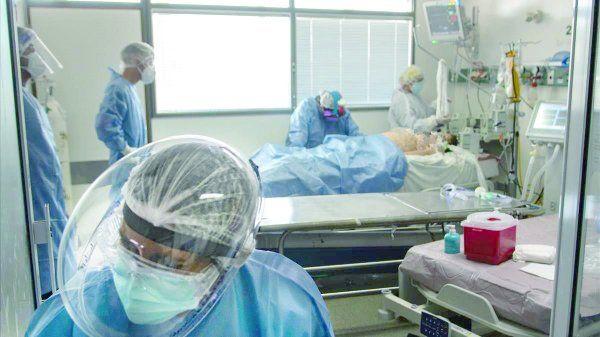 En todo el país hay 7.325 pacientes en terapia intensiva, un nuevo récord.