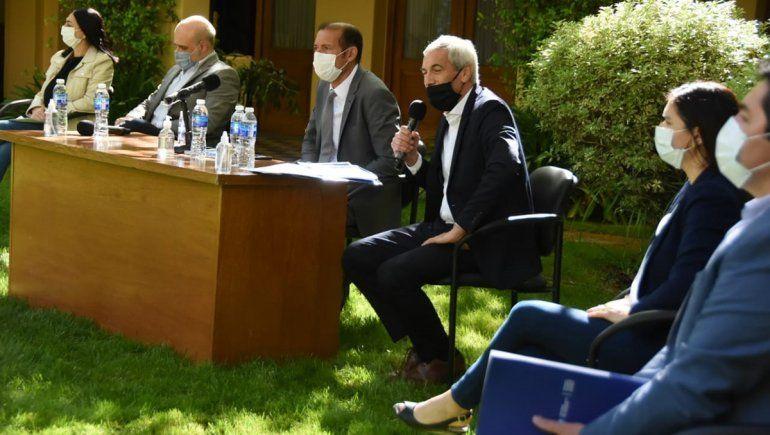Gutiérrez y los ministros en la presentación del Presupuesto 2021.