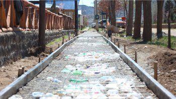 varvarco: usan botellas de plastico como aislante de obra publica