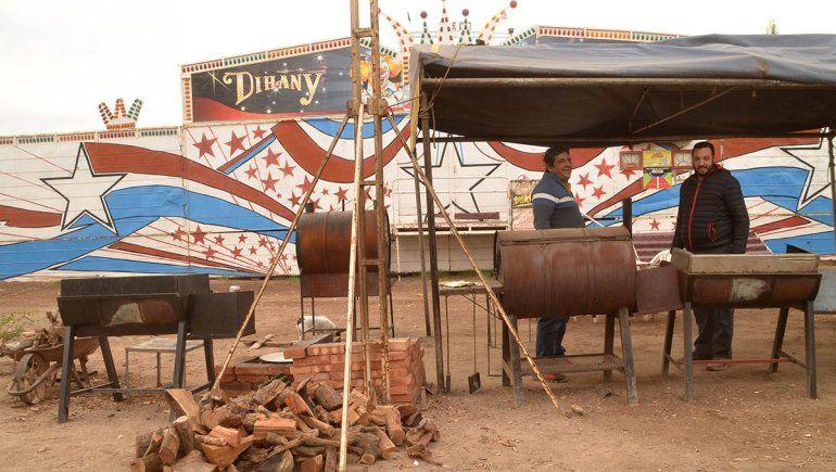 En el circo varado ahora venden pollos para hacerle frente a la pandemia