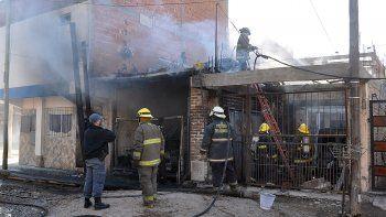 Una explosión en un garaje sacudió el barrio La Sirena