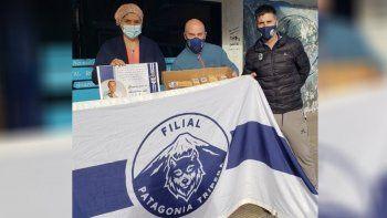 La filial Patagonia Tripera hizo entrega de los bunines para el personal médico del Hospital.