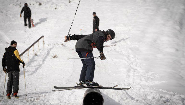 Chicos y grandes pudieron disfrutar de la intensa nevada en Chapelco