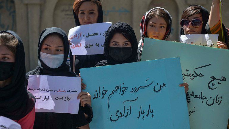 Las mujeres de Kabul volvieron a protestar, pero los talibanes abrieron fuego contra ellas