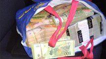 venia para neuquen con millones de pesos en la bolsa de compras