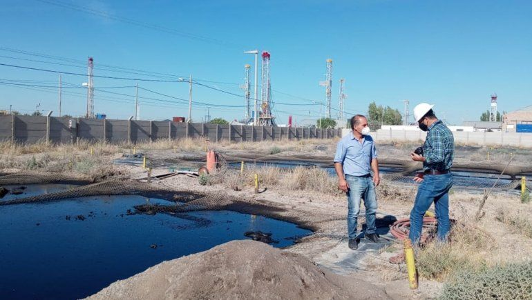 Descubren piletones clandestinos con residuos petroleros