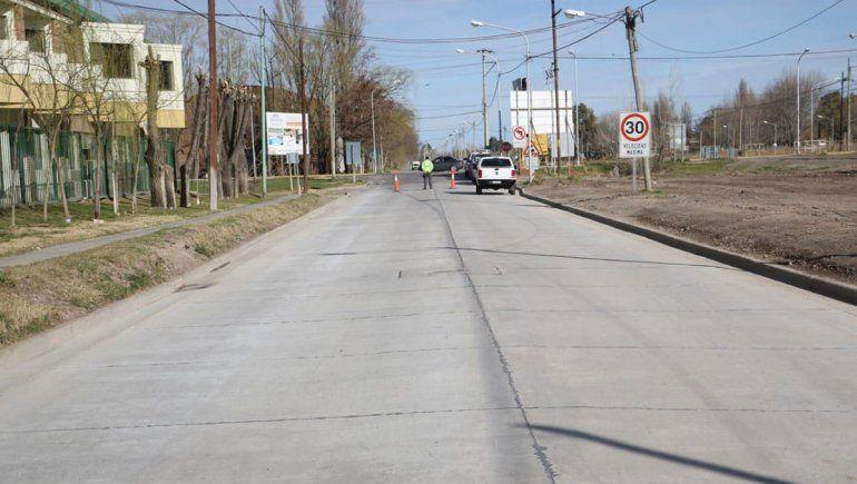 En una semana terminarán las 35 cuadras de asfalto en calle Lanín