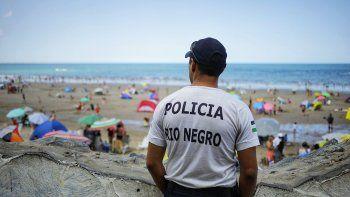 vendedores en la playa, la polemica de cada verano