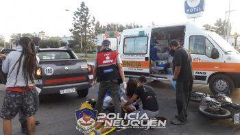 motociclista choco con una camioneta y fue hospitalizado