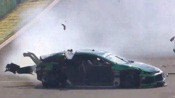 En el siguiente video, mirá cómo fue el accidente que protagonizó Gaetano di Mauro en la segunda carrera del Stock Car en Interlagos.