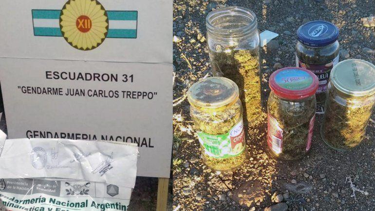 Gendarmería los detuvo con varios frascos de marihuana