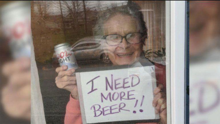 Una abuela de 92 años pide más cerveza para pasar la cuarentena