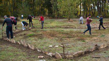tras destrozar el botanico, ciclistas comenzaron las tareas comunitarias en plottier