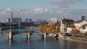 suiza: les pagan a indigentes para que se vayan