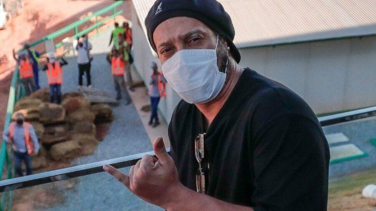 Ronaldinho no pega una: ahora tiene coronavirus
