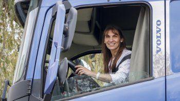 Conocé a Cristina, la primera camionera profesional cipoleña