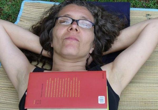 Macky Corbalán, una de las poetas incluidas en Almacén Literario.