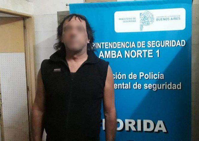 El violento fue detenido luego de romper la perimetral y golpear a la víctima y a su hijo.
