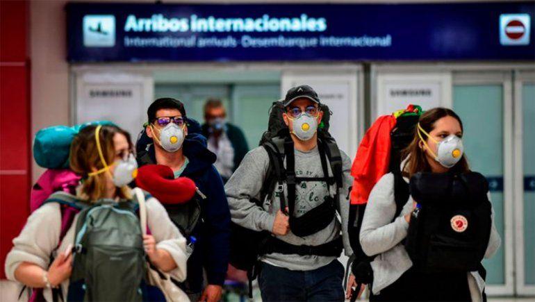 Seguirán cerradas las fronteras, vuelos suspendidos y fijan medidas sanitarias para los viajeros