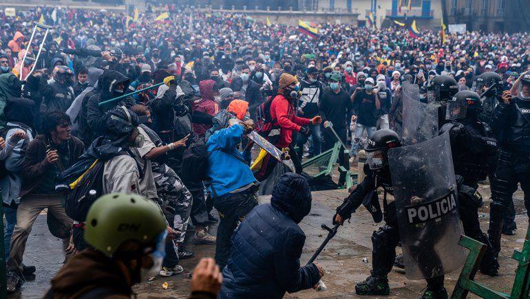 Sigue la crisis en Colombia: dos muertos  y 30 heridos