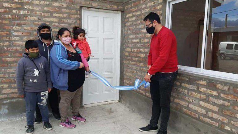 Las Lajas entregó casas y recupera fondos para hacer más planes
