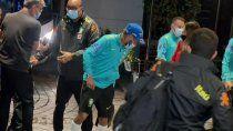 torcedores enloquecen al ver a neymar, lo tiran y casi lo lesionan