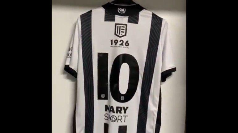 Cipo dejó espiar el nuevo diseño de su camiseta para el debut