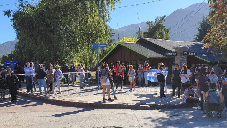 Hubo una gran movilización en Villa La Angostoria para exigir justicia por el femicidio de Guadalupe Curual.