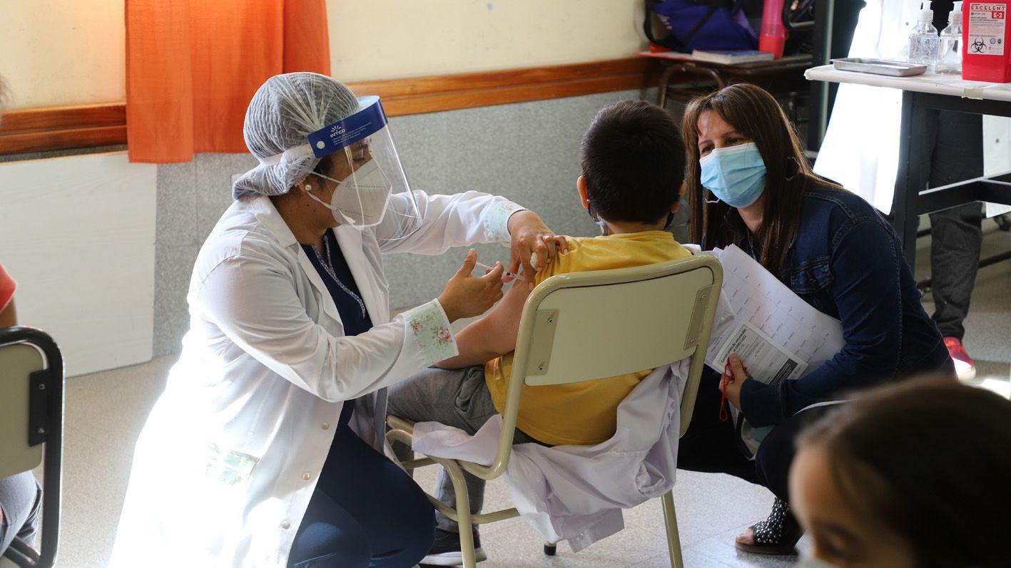 este sabado vacunan a grandes y chicos en hospitales y ferias