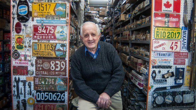 Museo escondido: el abuelo que llenó de historia su comercio