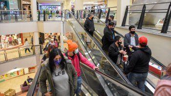 Los shoppings se llenaron en el feriado frío: ¿Cómo aplicaron los protocolos?