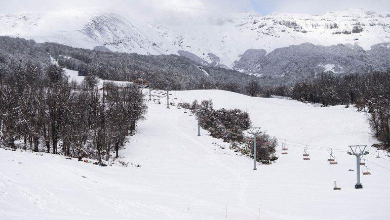 En Chapelco se observó un manto blanco